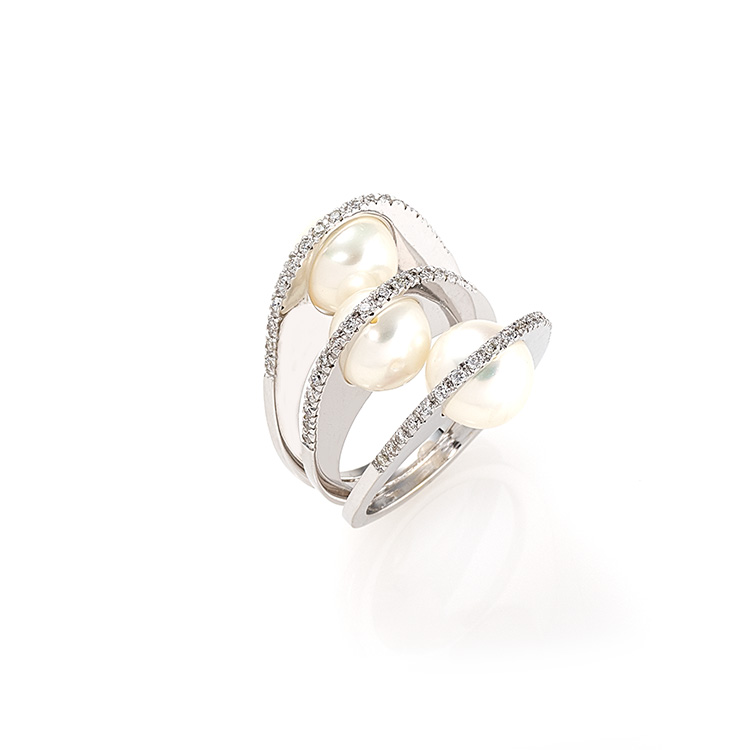 Ring white gold 18kt brilliant cut diamonds 0,51ct Pearls 9mm